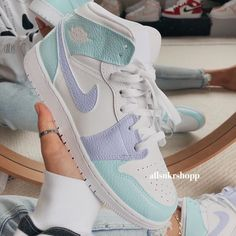 Cute Nike Shoes, Cute Nikes, Nike Air Shoes, Nike Socks, Jordan Shoes Girls, Girls Shoes, Air Jordan Shoes, Moda Sneakers, Shoes Sneakers