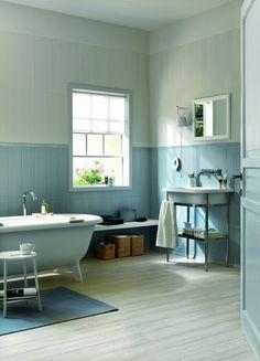 déco en bleu ciel de salle de bain rétro