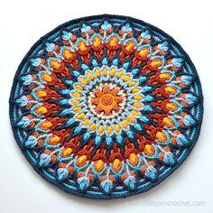 Español Mandala se inspiró en las placas de cerámica hechos a mano.  crochet patrón de superposición por Lilla Bjorn ganchillo