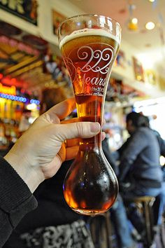 Brussels Christmas Market at the Grand Place and The Delirium Cafe (home of the largest selection of beer in the wold! More Beer, All Beer, Wine And Beer, Manneken Pis, Brussels Christmas, Visit Belgium, Belgian Beer, Beer Packaging, Viajes