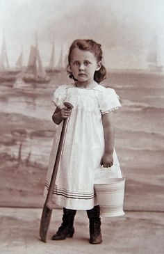 +~+~ Antique Photograph ~+~+ Girl with a sea side backdrop. Love Vintage, Images Vintage, Photo Vintage, Vintage Girls, Vintage Pictures, Old Pictures, Vintage Postcards, Vintage Prints, Old Photos