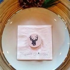Mini walldots kan brukes til så mangt. Her som borddekorasjon som en liten gave til gjestene  Dinevakreting.no  #dimsdims #dims #dekorere #borddekking #jul #julepynt #Christmas