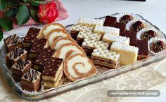 Za Petrovdan, moju devojačku slavu koja je sutra :)) Mikado kocke by Mignonne - preukusne i veoma dekorativne, za ljubitelje kafe u kolačima, pun pogodak! Kod mene, umesto oraha, sa lešnicima i nes kafom i u kremi Šarena oranž pita, ukrašena čokoladnim preslikačem po uputstvima by Hat Rolat sa karamel keksom by Pomoravka, veoma brzo se napravi a baš je ukusan! Šarene oblatne by Meri, redovne na svim našim slavljima Limun pita by Esekerica, opet na našem slavskom stolu, prelepa, meka pita…