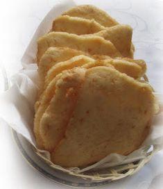 Kerupuk udang merupakan makanan ringan yang sudah lama dikenal di indonesia. Resep dan cara membuat krupuk udang mudah namun membutuhkan proses yang panjang Roti Canai Recipe, Snack Recipes, Snacks, Strawberry Milk, Indonesian Food, Food Photo, Crackers, Nom Nom, Chips