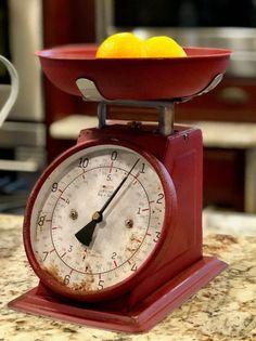 Shabby Chic Kitchen Cabinets, Shabby Chic Kitchen Decor, Farmhouse Kitchen Decor, Rustic Decor, Vintage Farmhouse, Country Kitchen, Shabby Vintage, Vintage Kitchen Decor, Industrial Farmhouse