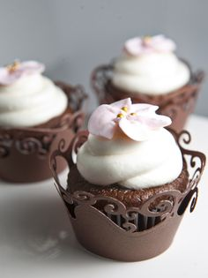 Cupcake with pink flower