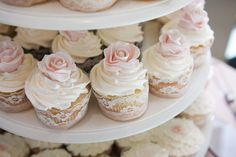 Lace Wrapped Cupcakes | Photography: White Album Weddings | On SMP