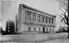 12 Oldest NYC Museums. Photo by The New York Historical Society via the Hathi Trust Digital Library. The oldest is the New-York Historical Society Museum and Library, founded in 1804, takes the title of oldest museum in New York City. The Society changed locations eight times until 1902, when construction began on its present building on 170 Central Park West. The photo above shows the Society's building in 1908.