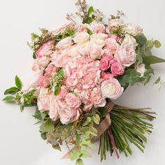 Bouquet of roses, hydrangeas and Persian buttercups - Antique Rose Dealer Spring Flower Bouquet, Rose Bouquet, Floral Bouquets, Spring Flowers, Wedding Bouquets, Floral Wreath, Deer Pearl Flowers, Wedding Dresses 2018, Antique Roses