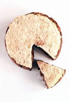 Vegan carrotcake met cashew creme. MIJN ERVARING: Ik maakte deze cake voor James z'n eerste verjaardag. Heel lekker, niet alleen voor kinderen haha. Mijn favoriete carrotcake, niet te zoet en lekker smeuig.