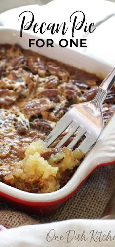 This classic single serving pecan pie recipe has all the flavors you love in a pecan pie. With a buttery shortbread crust and a rich, pecan filled filling, this wonderful dessert is perfect by itself or topped with whipped cream. Single Serve Desserts, Single Serving Recipes, Small Desserts, Small Meals, Meals For One, Pie Recipes, Snack Recipes, Recipe For 1, Easy Summer Meals