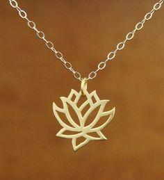 Lotus Pendentif en or cadeau de demoiselle par Popsicledrum sur Etsy