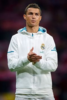 football is my aesthetic: Photo Ronaldo Madrid, Cristano Ronaldo, Cristiano Ronaldo Juventus, World Best Football Player, Soccer Players, Cr7 Wallpapers, Real Madrid Kit, Cristiano Ronaldo Wallpapers, Santiago Bernabeu