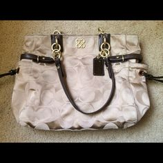 """✂️Reduced✂️Authentic coach handbag size M Size approx: 11.5x15"""" Coach Bags"""