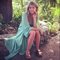 Supermodel Kate Upton loves her copper/ rose gold Birkenstock Arizona sandals!