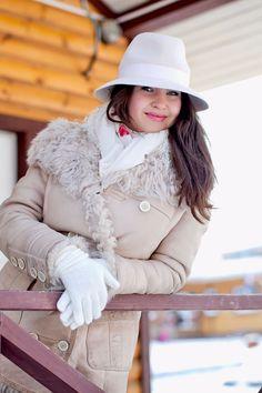 Кто сказал что шляпку не носят зимой? Сделанная из пуха кролика шляпка достаточно тёплая до -5-10 градусов и прекрасно сосчитается с шубой или дублёнкой! На фото красотка Катерина в шикарной кремовой шляпе от ENDORFIN! www.endorfin-shop.com Instagram: @endorfin_brand VK: endorfinbrand
