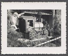 Vintage Photo Christmas Santa Claus on Model Toy Railroad Train 621768 Christmas Windows, Christmas Photos, Vintage Photos, Santa, Train, World, Toys, Model, Painting