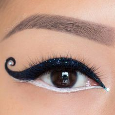 Fun way to do your eyeliner!