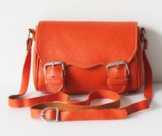 Bright orange purse, love!