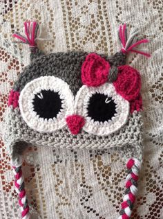 PURCHASED ITEM - not pattern ~ This listing is for an adult size owl hat. The colors are grey, light grey and magenta. There is a bow. Crochet Owl Hat, Crochet Kids Hats, Crochet Gifts, Crochet Yarn, Knitted Hats, Crochet Hearts, Knitted Dolls, Crochet Animals, Hello Kitty Crochet
