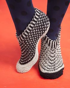 Ravelry: Walking on Air pattern by Cathy Carron from her new book Happy Feet. Lots of good looking footwear. Knitted Slippers, Slipper Socks, Crochet Shoes, Knit Crochet, Knit Shoes, Knitting Stitches, Knitting Socks, Travel Slippers, Boot Cuffs