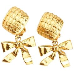 Pre-owned Chanel Vintage Gold-tone Earrings ($230) ❤ liked on Polyvore featuring jewelry, earrings, gold, gold clip earrings, gold tone jewelry, pre owned jewelry, yellow gold dangle earrings and clip back earrings