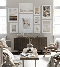 Find inspiration for creating a picture wall of posters and art prints. Endless inspiration for gallery walls and inspiring decor. Create a gallery wall with framed art from Desenio. Beige Living Rooms, Living Room Art, Living Room Designs, Desenio Posters, Inspiration Wand, Gallery Wall Layout, Gallery Walls, Decor Room, Home Decor