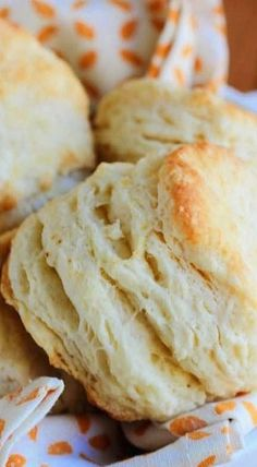 Flaky Buttermilk Biscuits by ronda Fluffy Biscuits, Tea Biscuits, Homemade Biscuits, Biscuits And Gravy, Mayonaise Biscuits, Oatmeal Biscuits, Cinnamon Biscuits, Best Biscuit Recipe, Breakfast
