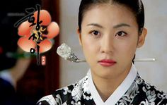Hwang Jini (Hangul: 황진이; hanja: 黃眞伊) is a Korean drama broadcast on KBS2 in 2006. The series was based on the tumultuous life of Hwang Jini, who lived in 16th-century Joseon and became the most famous gisaeng in Korean history. Lead actress Ha Ji-won won the Grand Prize (Daesang) at the 2006 KBS Drama Awards for her performance. 기생 황진이 하지원 Kbs Drama, Drama Fever, Ha Ji Won, Famous Women, Korean Women, 16th Century, Korean Actors, Korean Drama, Actresses