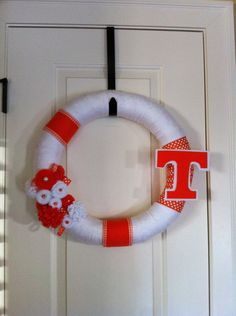 college yarn wreath