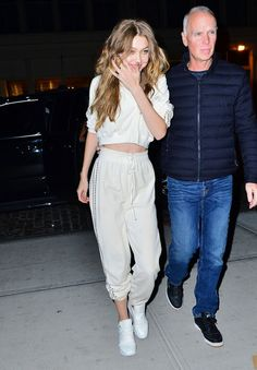 Style gigi hadid outfit crop tops Ideas for 2019 Casual Chic Outfits, Chic Summer Outfits, Chic Summer Style, Casual Chic Style, Outfit Summer, Casual Jeans, Trendy Style, Crop Top Styles, Urban Apparel