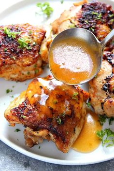 Instant Pot Chicken Thighs Recipe - the best and easy way to cook bone-in and skin-on chicken thighs in your pressure cooker. Bonus: you can also make a delicious gravy! Replace butter with ghee to make Chicken Thights Recipes, Bone In Chicken Recipes, How To Cook Chicken, Keto Chicken, Oven Chicken, Boneless Chicken, Chicken Cooker, Cashew Chicken, Chicken Gravy