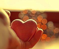 Il cuore non si raffredda mai di fronte ai sentimenti e ne dimentica... si rassegna solamente all'assenza... colmandola di un vuoto che fa troppo male chiamato lontananza...  (Margherita Marsili)