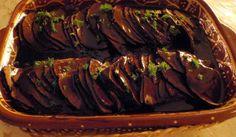 Så enkel att göra och så god. Såsen är svart som synden och smaken härligt kraftig. Köttet kan vara av älg eller nöt. Innanlår, rostbiff eller fransyska.