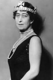 Noble y Real: El guardarropa de la Reina Maud