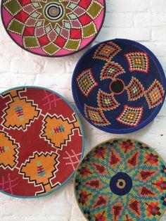 Afrique Art, Deco Boheme, Dot Art Painting, Basket Decoration, Baskets On Wall, Boho Decor, Decorative Items, Weaving, Gallery Wall