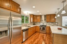 countertops and backsplash color combo with Oak cabinets
