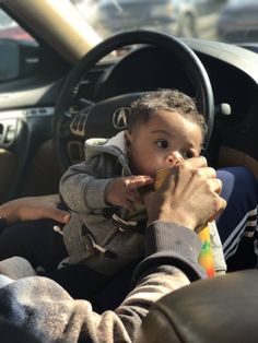 Put my baby's juice in a sippy cup! Cute Mixed Babies, Cute Black Babies, Beautiful Black Babies, Cute Little Baby, Pretty Baby, Beautiful Children, Little Babies, Baby Love, Cute Babies