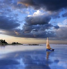 I can imagine myself relaxing on this boat while surrounded by the beautiful sky & water.