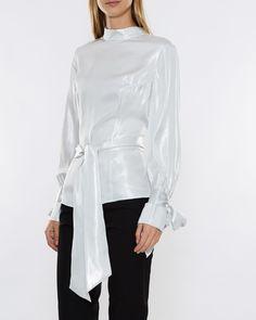 1ebc29ab85fd Köp dina nya kläder från Rodebjer online på Wakakuu. Här hittar du ett  brett utbud