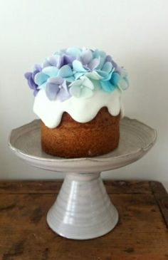 naked Hydrangea Cake {Thumb and Cakes} {sorry, specific link is no longer valid}