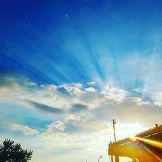Thursday sunshine. #vybright  #instacloud #thirstythursday #thursdayfun #thursday #clouds #instasky #everythingisblue #sunshine #sunrays #detroit #skyporn #sun #sunny  #t4l #sunnydays #sunlight #light #sunshine #shine #sky #skywatcher #sunrays #photooftheday #beautifulday #weather #summer #goodday