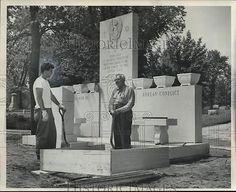 1955-Press-Photo-A-granite-monument-honoring-Kenosha-residents-