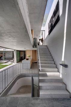 Um Resort, Uma Galeria, Uma Casa. Modern InteriorsConcrete ...