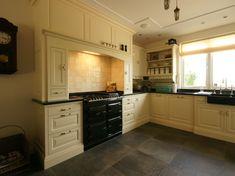 gele keuken  yellow kitchen