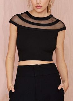 The page, Fashion Style Cropped Tops Cropped Tops, Black Crop Tops, Black Shirts, Black Women Fashion, Look Fashion, Street Fashion, Chic Outfits, Fashion Outfits, Fashion Shirts