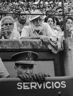 Ernest Hemmingway, 1956 photographed by Francesc Catala Roca. S)