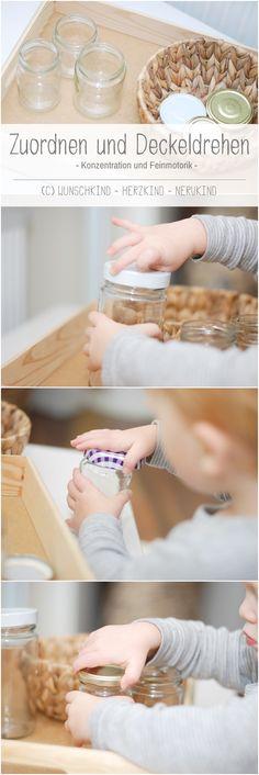 Eine Lernanregung für die Konzentration und Feinmotorik. Die Kinder sind hier gefordert, sie müssen herausfinden, welche Deckel auf welches Glas passen und diese dann auch noch drehen können. Wie bei allen Montessori-Materialien ist die Fehlerkontrolle automatisch eingebaut und die Kinder können selbst erkennen, ob sie richtig liegen oder nicht.
