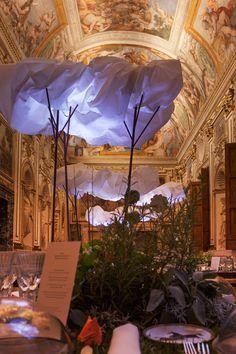 Hermès Cloudy Dinner at Rome's Palazzo Farnese – Fubiz Media Paper Clouds, Paper Art Design, Crumpled Paper, Renaissance Architecture, Mood Images, Installation Art, Rome, Hermes, Illustration Art