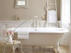 Bagno con pareti color tortora